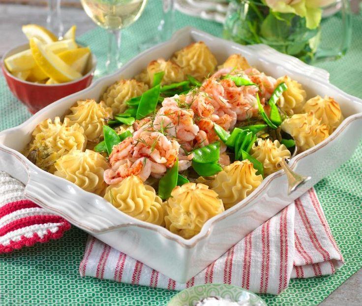 Fiskgratäng när den är som bäst, med vitvinsås, krämigt potatismos, på en bädd av grönsaker.
