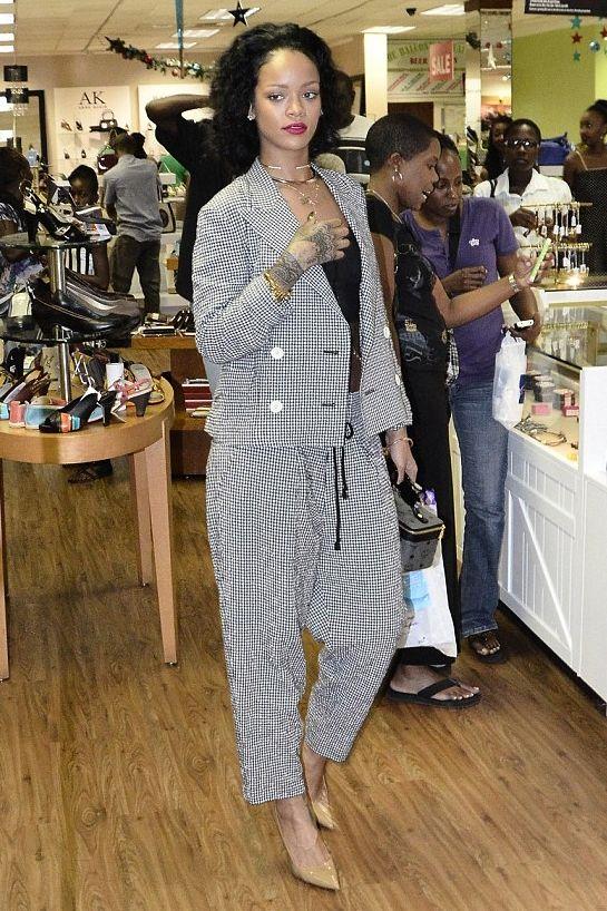 Rihanna Shopping in Barbados Christmas Eve December 24, 2013