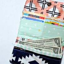 Arizona Wallet created by Teresa of Dandelion Drift. Shop for the Arizona Collection here > http://www.contemporarycloth.com/shop/Fabrics/Collections/Arizona-by-April-Rhodes.htm