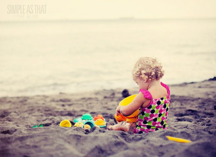 little girl on beach: Summer Sands, Summer Enjoying, Girls On Beaches, Baby Girls, Sweet Summer, Girls Photo, Summer Photo, Favourit Summer, Sands Toys