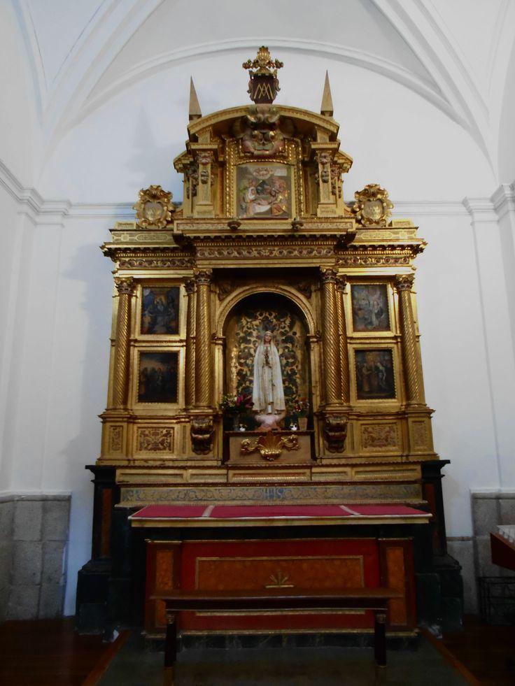 Iglesia de San Idelfonso ( jesuitas ). Retablo de la Virgen de Fátima.