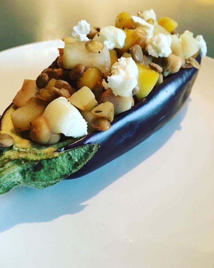 Geitenkaas en peer vind ik een perfecte match. De andere ingrediënten maken voor mij het plaatje compleet. Ingrediënten (per portie) – 40g groene linzen – 150g pompoen – 1 a…