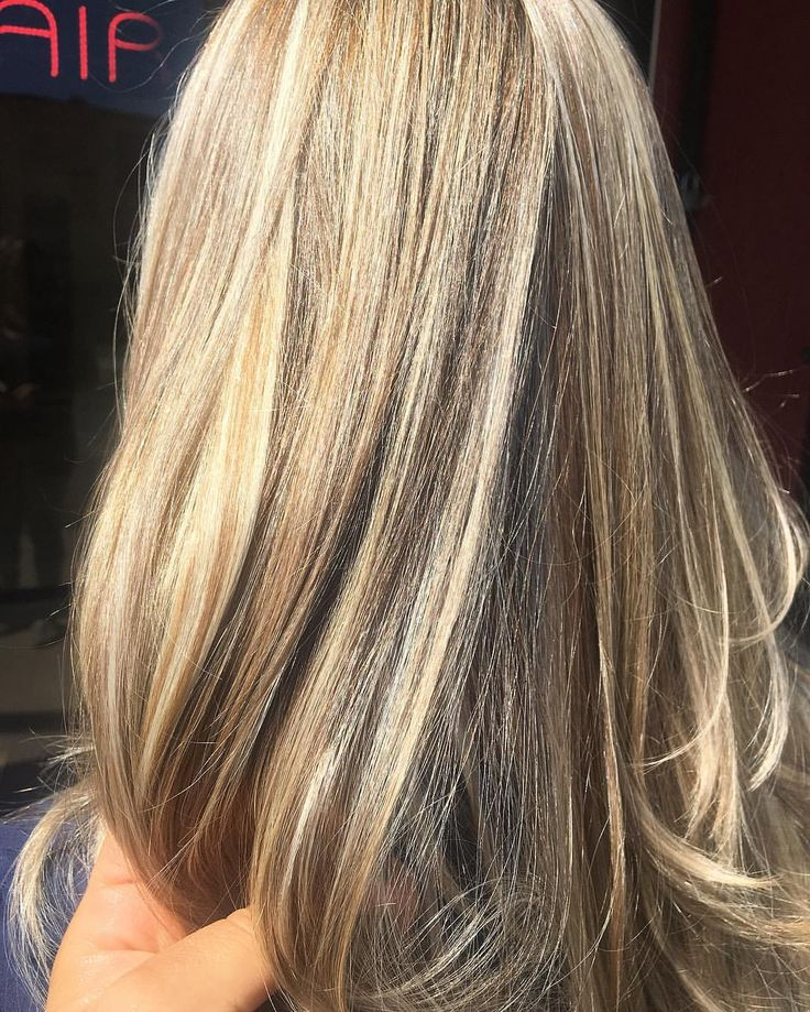 Full bleach highlights on natural light brown virgin hair  under natural sun light #blonde #olaplex #blonde #igoraRoyal #hairofinstagram #highlights #longbeachhair #longbeach #hairtransformation #love #hair #curls #beachwaves #allaboutdahair #summer #hairbyjanetsalmeron @tcbhairstudio @janetsalmeron @olaplex @schwarzkopfpro