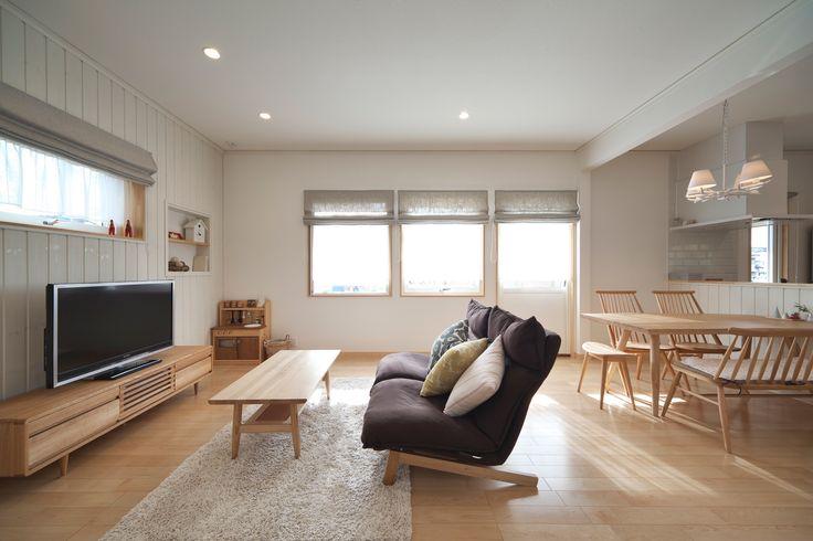 我が家のお気に入りは、無印良品のハイバックリクライニングソファです。 背もたれが高く、首の角度まで変えられるので夫婦で座ってもそれぞれの快適な姿勢で座れます。 横になって少しお昼寝をするにも、心地いいです。
