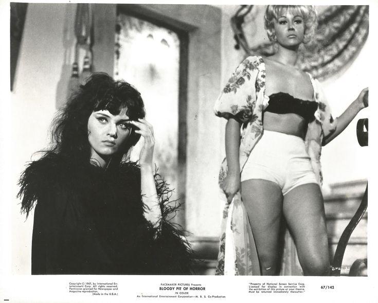 Il boia scarlatto (1965) http://www.movpins.com/dHQwMDU4OTgz/bloody-pit-of-horror-(1965)/still-15340032