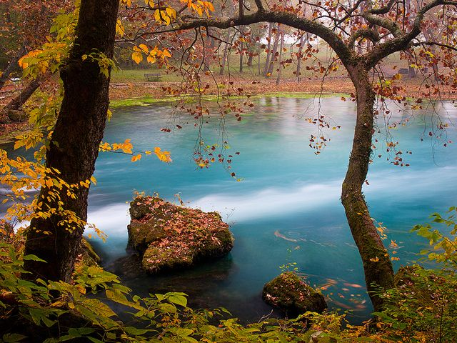 Big Spring, one of the largest springs in the US, in the Ozark National Scenic Riverways in Missouri, USA