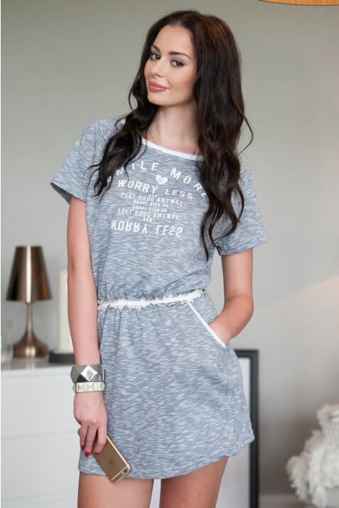 Sportowa sukienka z nadrukiem jasnoszara