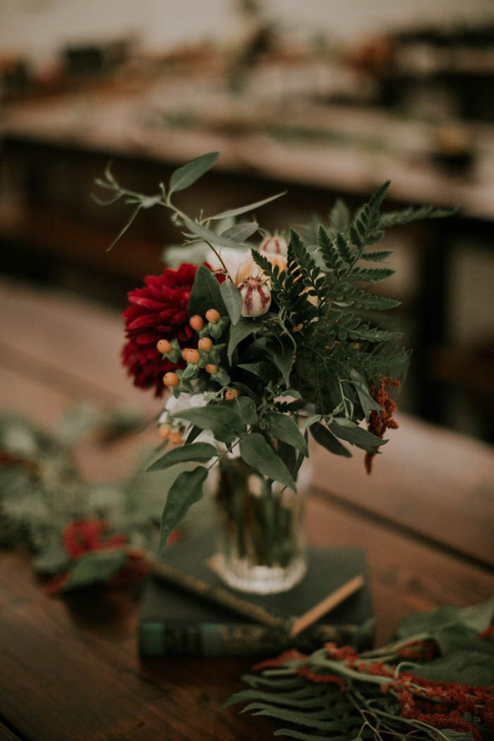 Fall floral centerpiece | Image by Olivia Strohm Photography