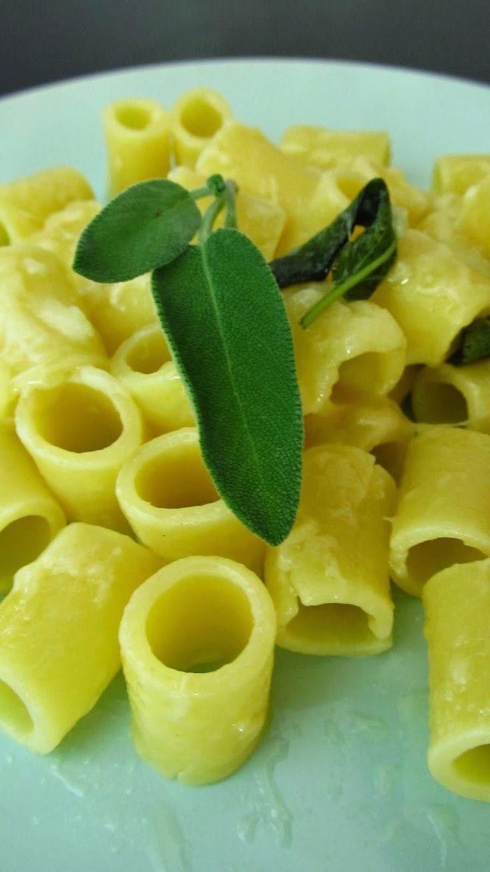 Budino alla Celestino: Pasta al burro e salvia http://www.budinocelestino.com/2014/06/pasta-al-burro-e-salvia.html