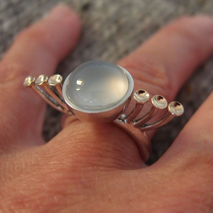 ring, silver and gold including a Calcedonstone.
