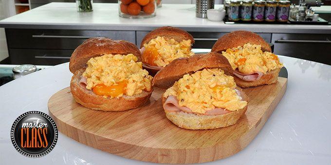 Ψωμάκια γεμιστά με scrambled eggs