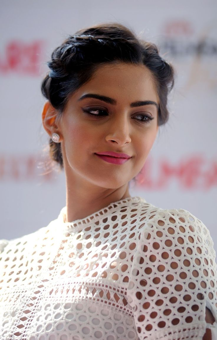 'Neerja' actress Sonam Kapoor Amazing Full HD Photos for Filmfare Glamour and Style Awards - HD Photos