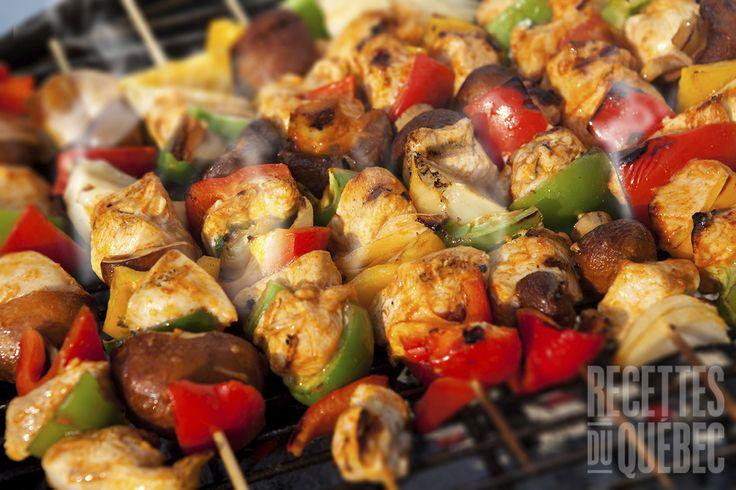 Brochettes de poulet sauce à l'ananas #recettesduqc #BBQ #brochette #poulet #ananas