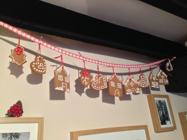 Gingerbread garland - makes a cute Xmas direction and you can give one to your guests to takeaway!