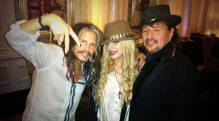 Photo of Orianthi & her friend musician  Steven Tyler -