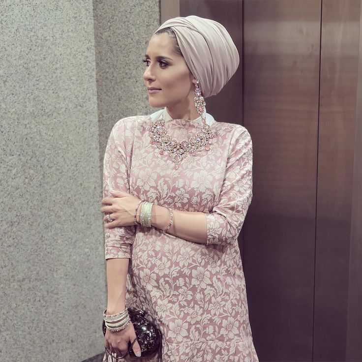 Morning! Did you guys spot this outfit in yesterdays lookbook? Anyone recognise the fabric from one of me and Sids vlogs? full look with deets later! #dinatokio #stylethebump