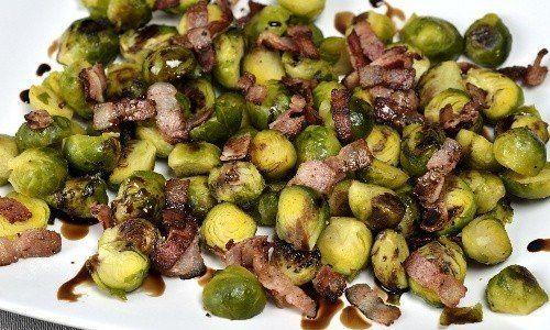 Brysselkål i ugn med bacon och balsamvinäger. Ugnsgrillad brysselkål passar bra som tillbehör till det mesta.