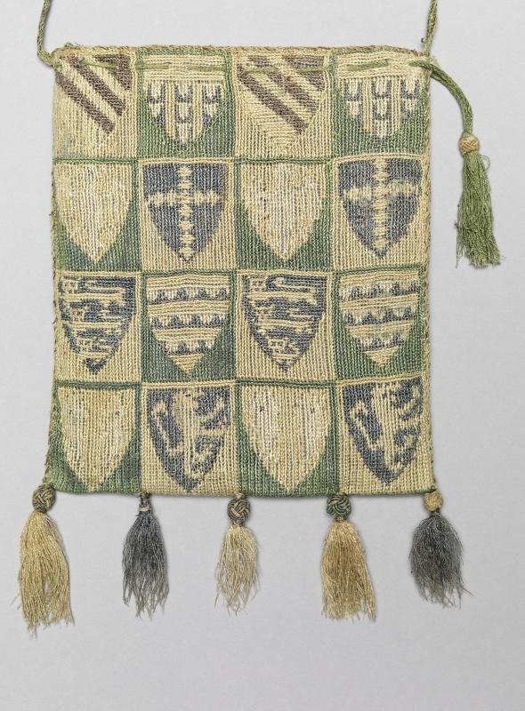 Beuteltasche mit Wappen  Inventarnummer: T518  Datierung: 14. Jh.  Material/Technik: Seide, Metallfaden