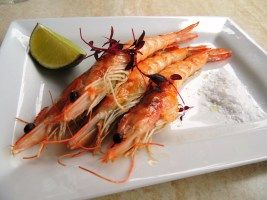 ALQUIMIA: Grilled prawns in garlic