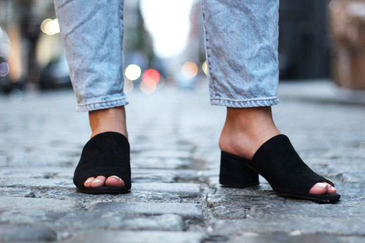 College trends: Black mules on a GWU student doing a fashion internship in NYC