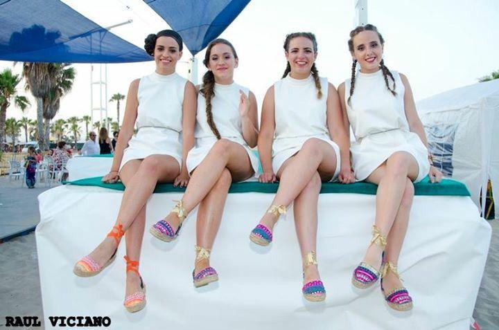 Impresionantes !!!mis modelos guapas del desfile benéfico, con alpargatas de @carinavalentina 👣👣👣👣♥️♥️♥️❤️💚💜💛#bolsos #bolsodemano #bolsosdelujo #carterademano #clutch #bohochic #newcolletion #luxury #lujo #elegant #mujer #style #bolsosartesanos #artesania #diseñadoradebolsos #diseñadora #diseñadoravalenciana #modafemenina #bolsosdediseño #boda #event #espardeñas #madeinspain #coloresfofi #handmade #carinavalentina #alpargatas