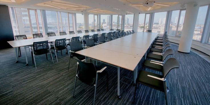 Sala konferencyjna PRESTIŻ będąca sercem nowoczesnego centrum biznesowego to idealne miejsce na wszelkiego rodzaju spotkania: konferencje,prezentacje, szkolenia, warsztaty motywacyjne. Przeszklona sala mieszczącego się na 12. piętrze renomowanego biurowca Zebra Tower zachwyca spektakularną panoramą Warszawy i podniesie rangę każdego wydarzenia. Aula wyposażona jest w najwyższej jakości sprzęt audiowizualny: rzutniki multimedialne, mikrofony, profesjonalne nagłośnienie. Możliwość…