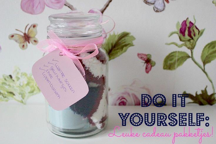 Hoe leuk is het om een zelfgemaakt cadeautje te geven! Ik geef je hier 7 ideeën voor verschillende, zelf samen te stellen, pakketjes! Have fun!