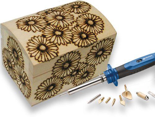 decorare una scatola di legno con l'arte della pirografia