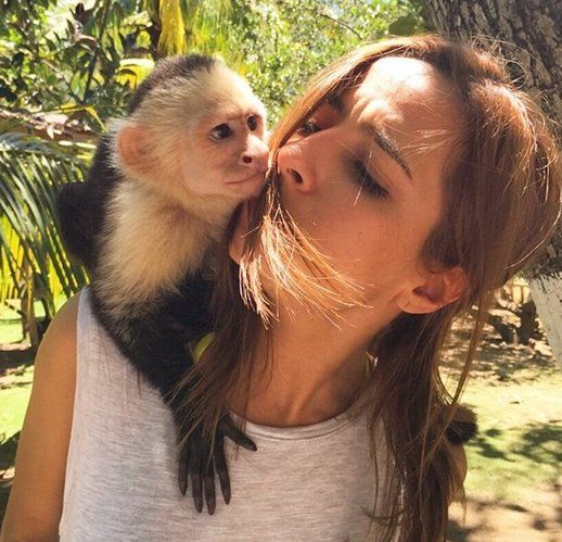 Brenda Asnicar a los besos en Colombia - Famosos - REVISTA PRONTO - www.pronto.com.ar