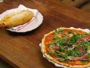 Пицца маргарита и кальцоне готовы