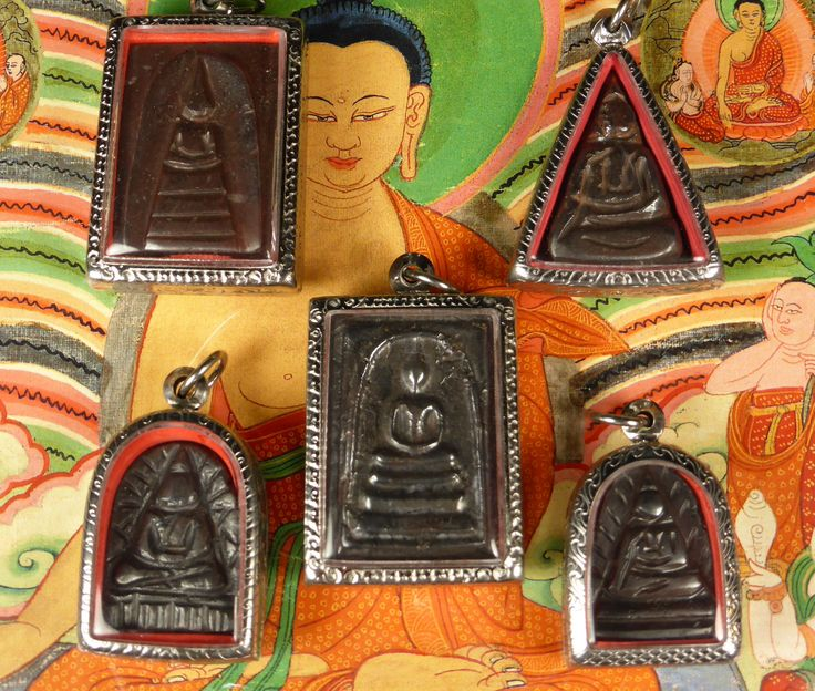 set of 5 Lek Lai Buddhist amulets.