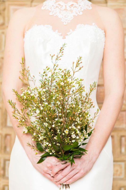 Simple but effective! Vintage bridal bouquet of white waxflowers. Shooting WEDDINGZZ Hochzeitsguide