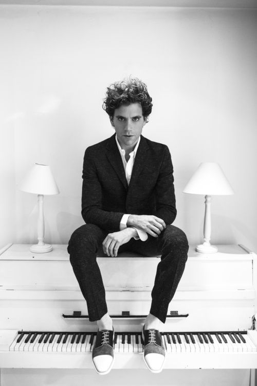 mika on his little painted white piano <3