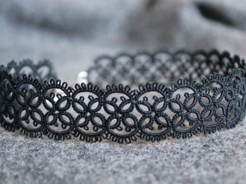 Timeless - tatted lace necklace.