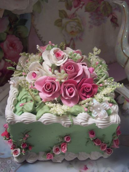 (SQGREEN) SHABBY COTTAGE ROSE DECORATED FAKE CAKE CHARMING!!