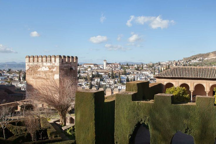 Geniet van de Spaanse architectuur in het La Alhambra in Granada!   Laat je levensverhaal schrijven onder Spaanse zon. Meer weten? Ga naar www.100jaarnavandaag.com