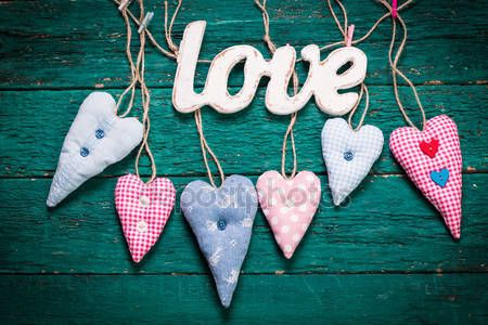 depositphotos_95467860-stock-photo-valentines-day-concept-on-wooden.jpg (450×300)