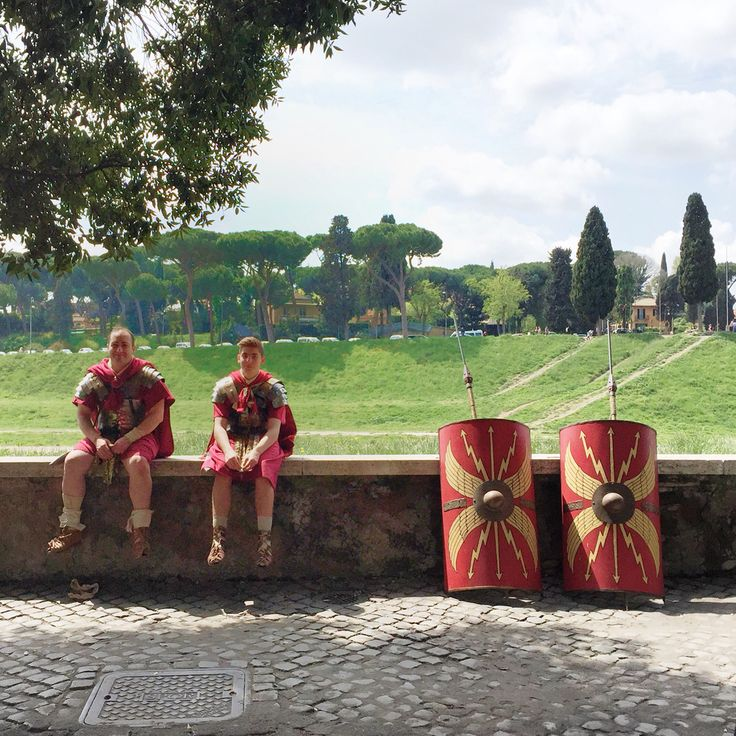 Playing an Ancient Roman can be tiring. Taking a break from the celebrations for Rome's birthday on April 21 | BrowsingRome