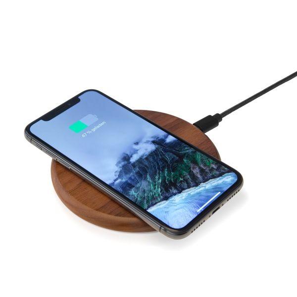 Woodcessories Ecopad Fast Wireless Charger Induktive Ladestation Aus Nussbaumholz Oder Stein Walnuss Holz Avocadostore Ladestation Handyhulle Holz Handy Laden