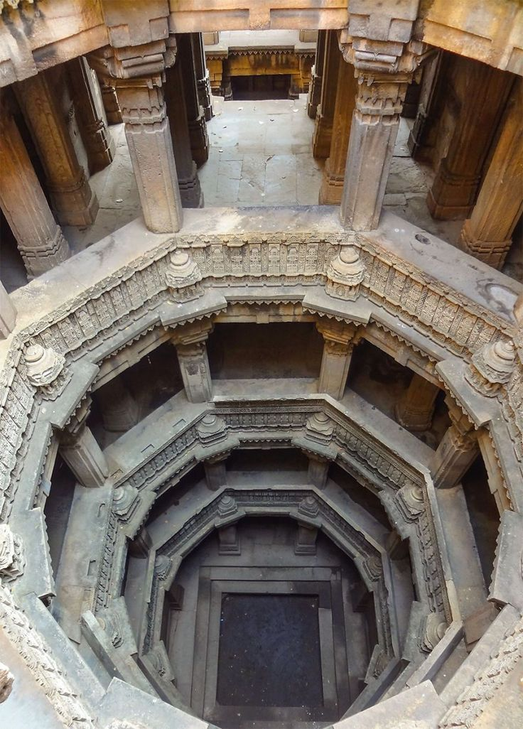 Dada Harir Vav(グジャラート州、アーメダバード、1499年 ) インドにある地下深くへと続く美しい階段。その正体とは?