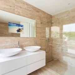Casa - WC: Casa de banho Moderno por Glassinnovation - Glass'IN                                                                                                                                                                                 Mais