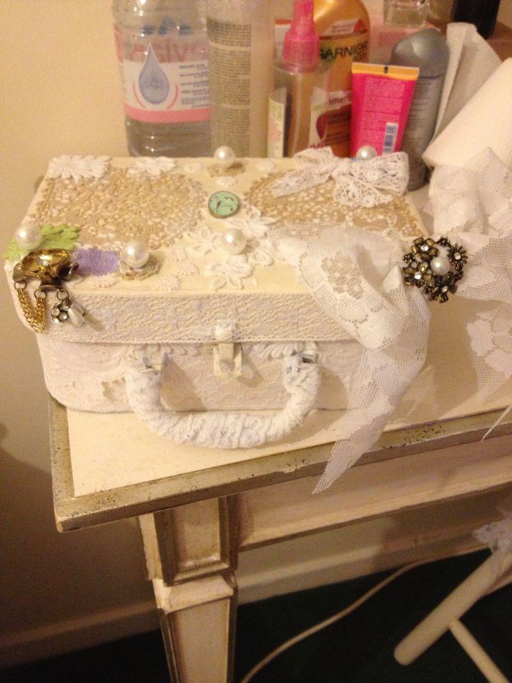 Shabby chic make up box / mod podge