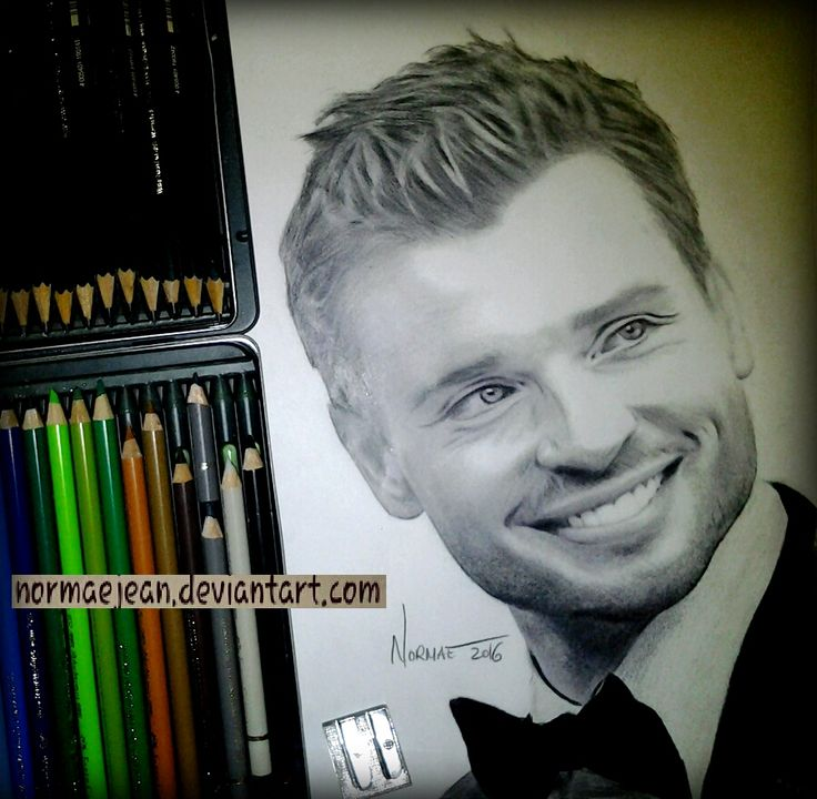 smiling Tom Welling