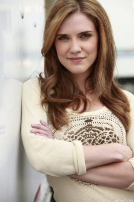 Sara Canning, hair color