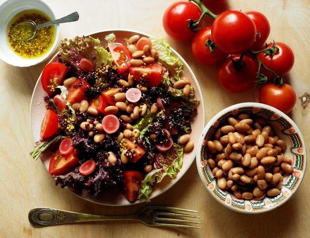 Quinoa Raz!: Sałatka z fasolą pinto, kiszoną rzodkiewką i czerwoną quinoą