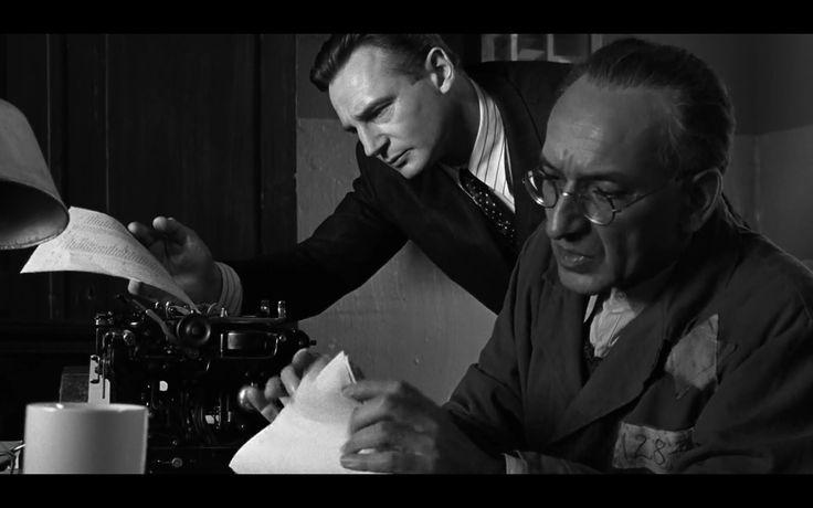 Oskar Schindler (Liam Neeson) and Itzhak Stern (Ben Kingsley) in 'Schindler's List' (1993, S. Spielberg)