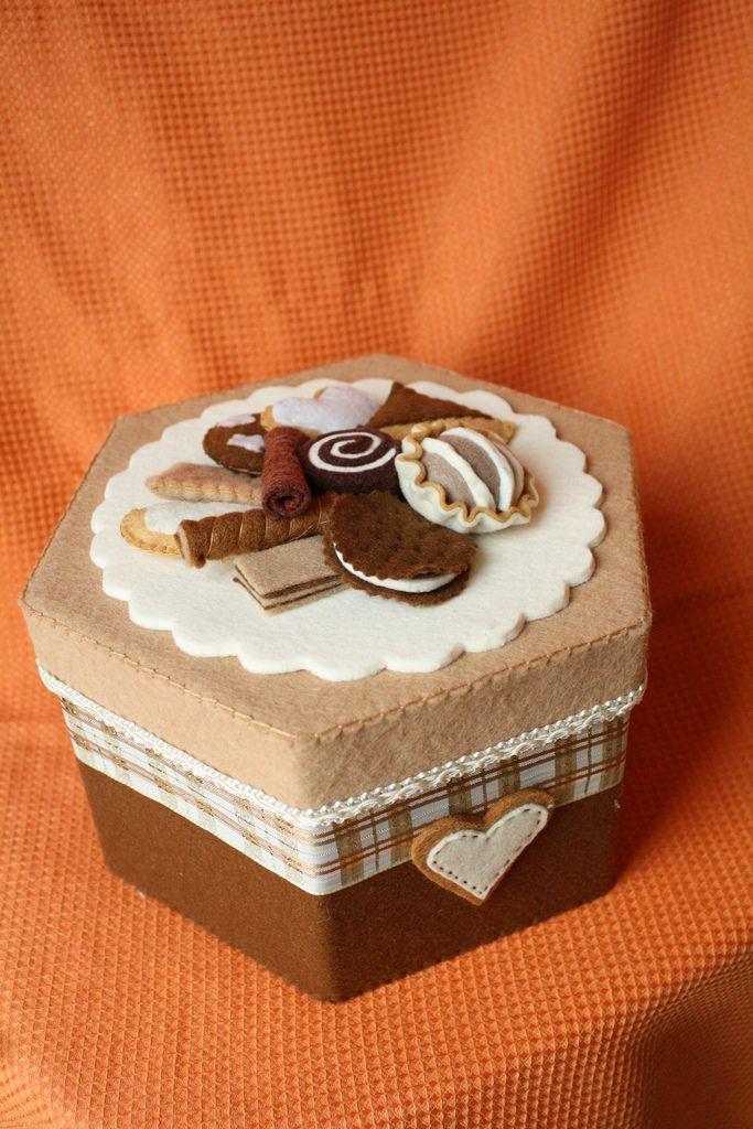 esagonale biscotti (carolicrea) Tags: decorate creativo cucito scatole feltfood