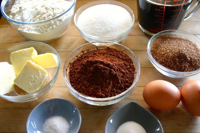CUP CAKES DE COCACOLA Y CHOCOLATE.  http://bake-mania.com/2014/03/04/cupcakes-de-coca-cola-o-de-chocolate-super-jugosas/                                -                                                  IMG_7655