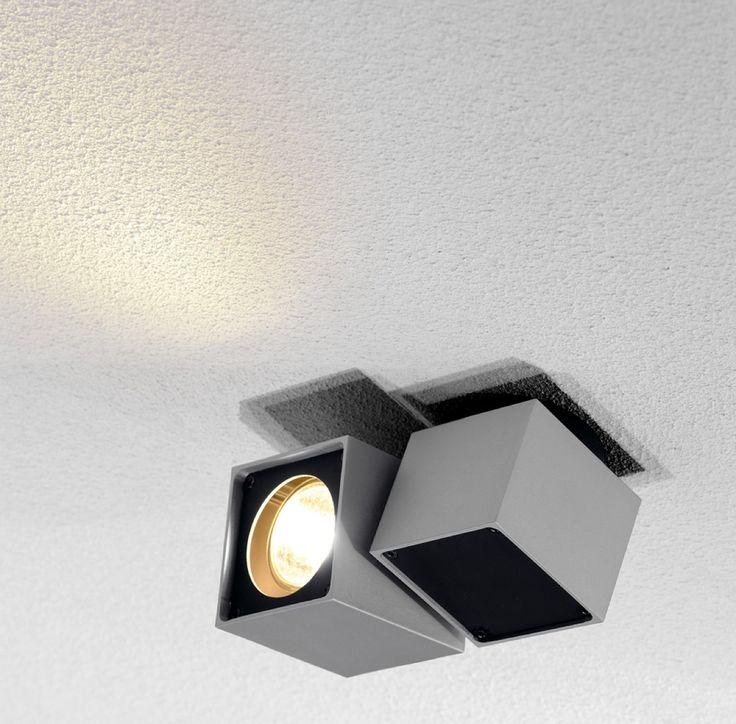 ALTRA DICE Spot 1 - Deckenleuchte Kubismus ... Die würfelförmige Deckenleuchte ALTRA DICE 1 aus Aluminium und Stahl verfügt über eine einseitige Aussparung zur Aufnahme eines Hochvolt Leuchtmittels. Der Spot ist dreh- und schwenkbar. Geeignet für alle MR16 GU10 LEDs von SORAA, aber auch konventionelle Halogen-Spots bis max. 35Watt Leistung.