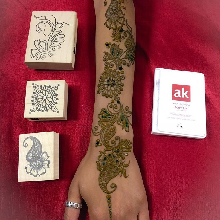 """""""Design created using one of the Ash Kumar Stencils. ❤️. Can be purchased at www.ashkumar.com #henna #mendhi #ashkumar #stamps #stencils #trace #easy…"""""""
